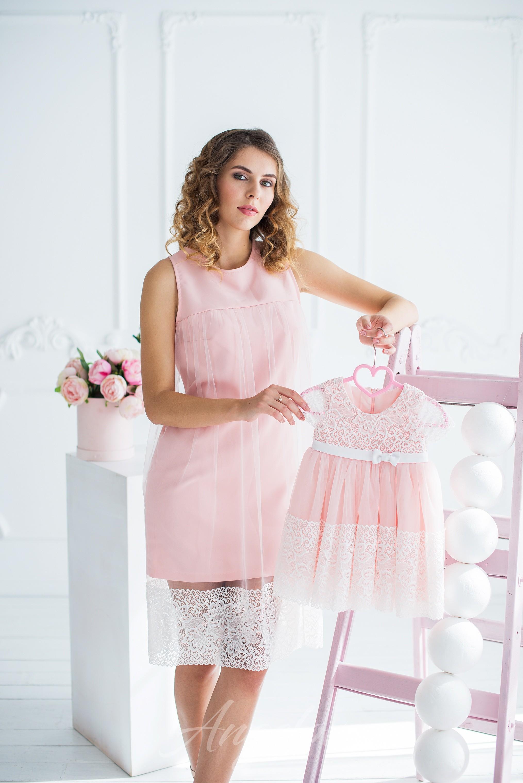 b64feddcd2b9 Женское нежно-розовое платье с кружевом и сеткой - Каталог angelove ...